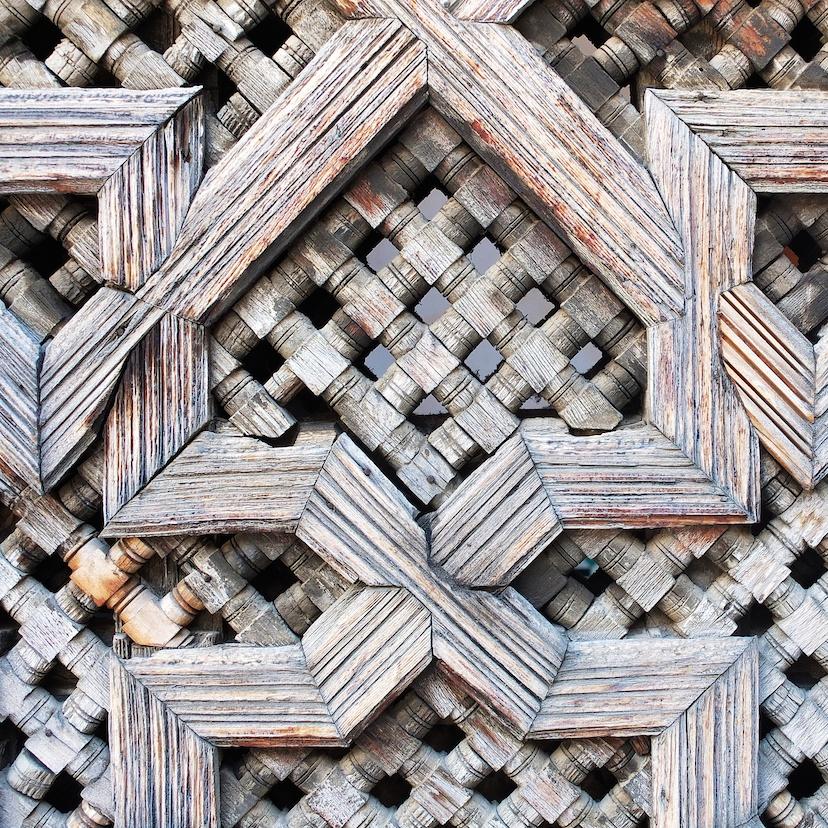 Fes  -  Medersa Bouinanie, kunstvolle Holzverkleidung