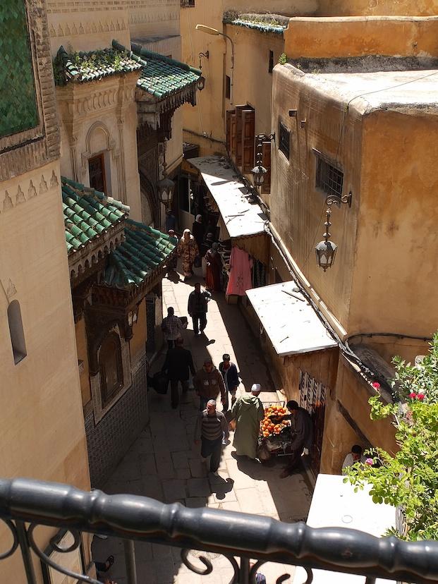 Fes  -  Medina bei der Moschee Sidi Ahmed Tijani