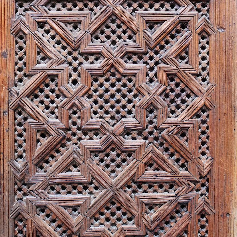 Fes  -  Medersa El Attarine, kunstvolle Holzverkleidung