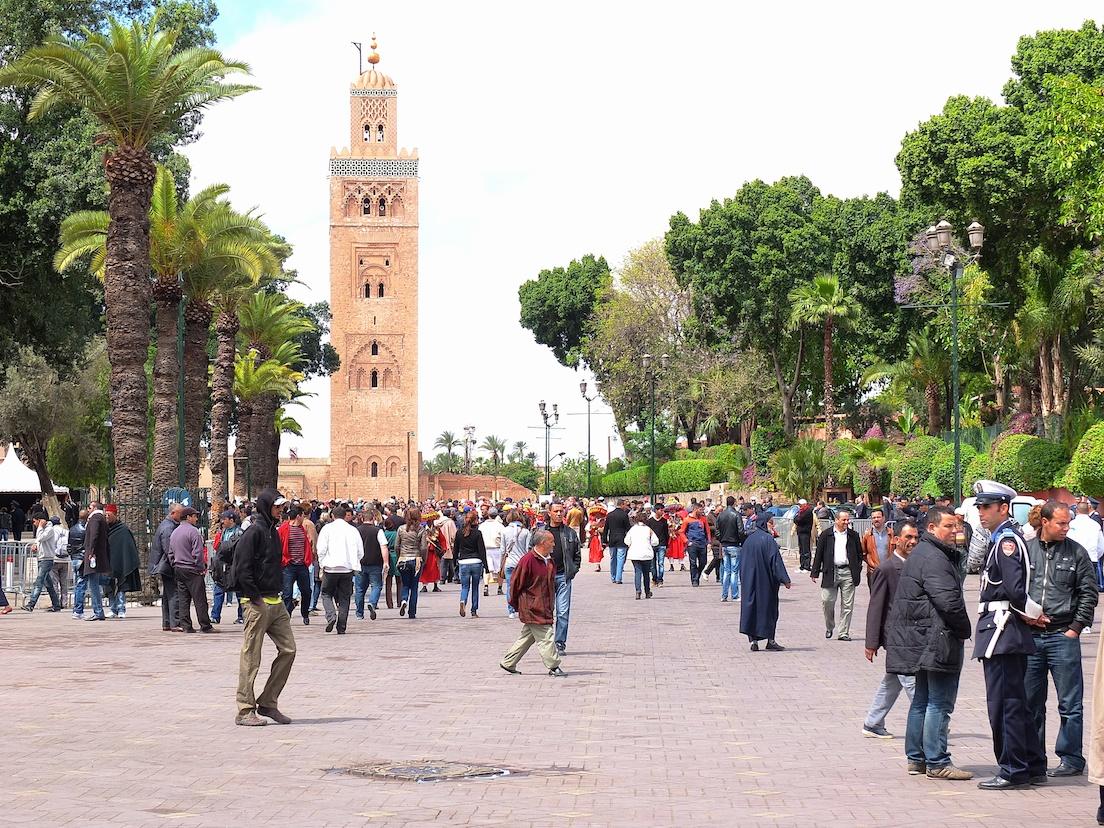 Marrakesch  -  Jemaa El Fnaa, Moschee Koutoubia